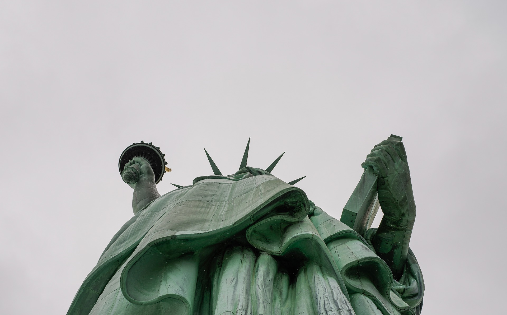 statue-of-liberty-from below