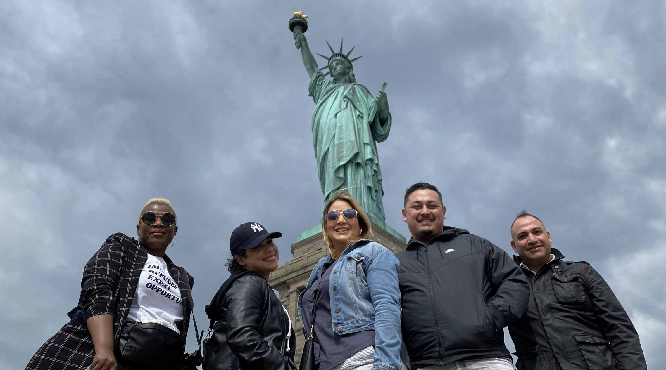 Group photo in front of the statue