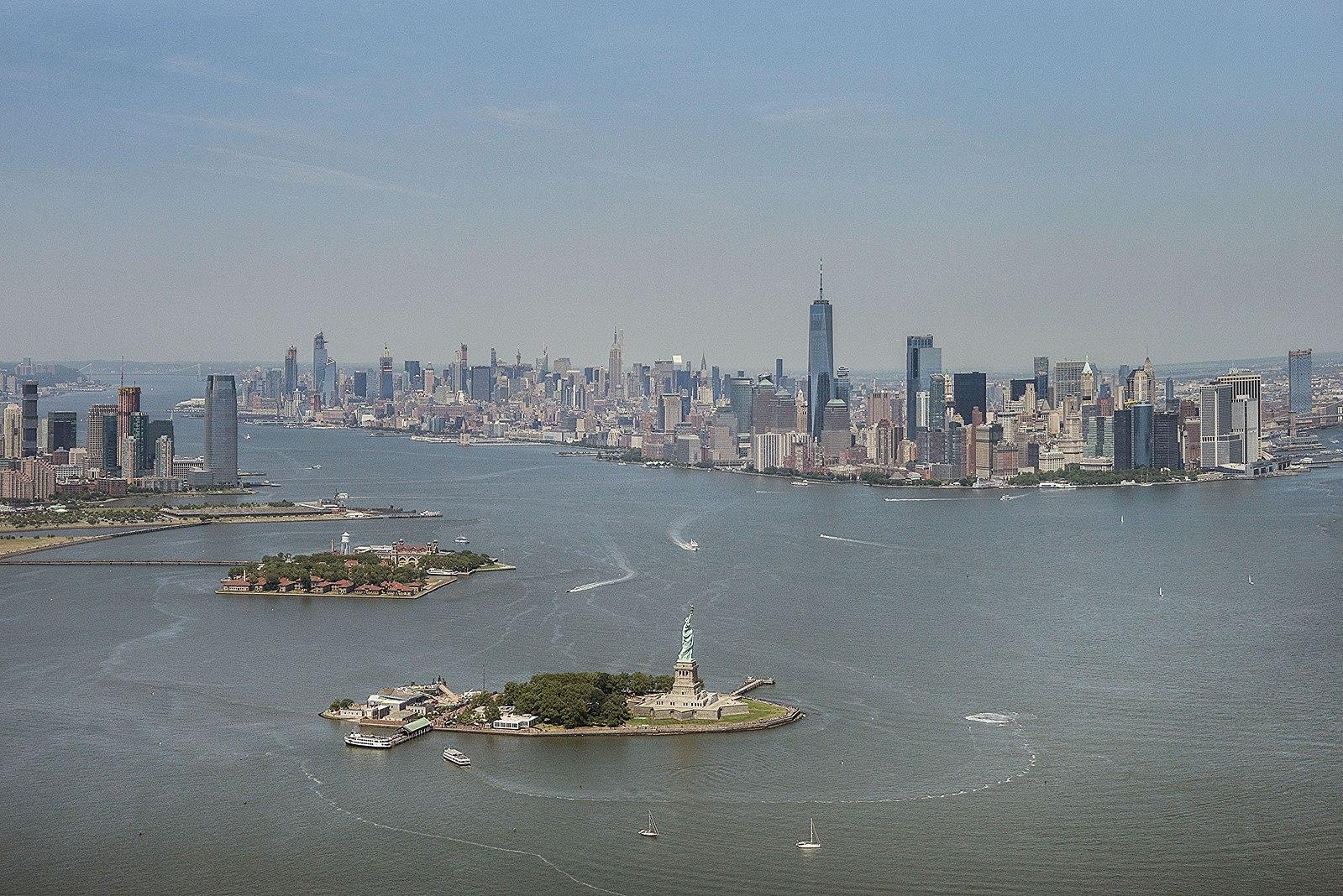 Aerial_photograph_of_New_York_Harbor-Statue_of_Liberty-Ellis_Island-Manhattan